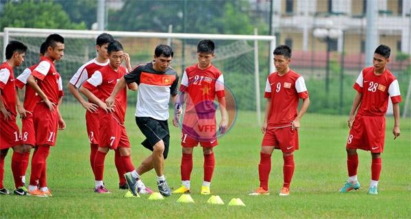 Đội tuyển U16 nam QG tập luyện chuẩn bị vòng loại Châu Á 2013