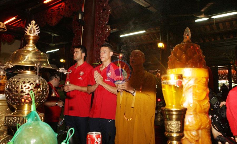 CLB Arsenal với các hoạt động ngoại khóa, giao lưu cùng các cđv Việt Nam