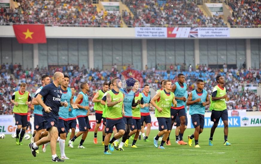 CLB Arsenal tập chính thức trên sân vận động QG Mỹ Đình