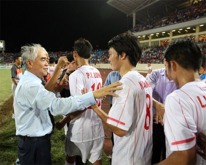 Đội tuyển U19 Việt Nam giành ngôi Á quân tại giải bóng đá U19 Đông Nam Á 2014- Cúp NutiFood