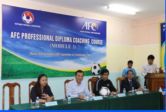 Khai giảng khóa học Huấn Luyện Viên bóng đá chuyên nghiệp giai đoạn 1