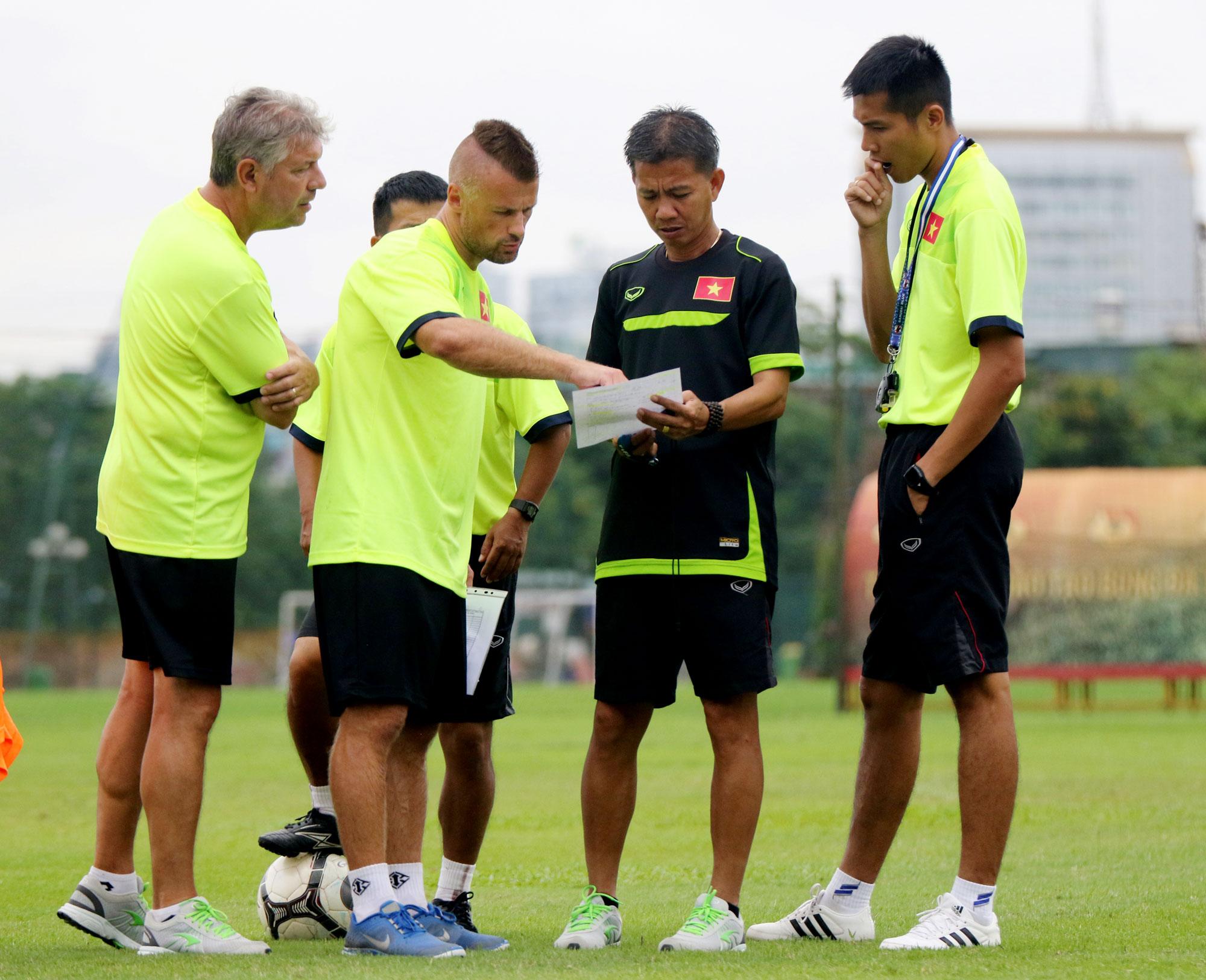 Đội tuyển U19 tập chung chuẩn bị cho giải  vô địch U19 Đông Nam Á 2016 tại Trung tâm đào tạo Bóng đá