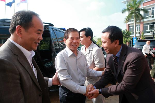 Nguyên Chủ Tịch nước Nguyễn Minh Triết thăm Liên đoàn Bóng đá Việt Nam và động viên các đội tuyển Qu