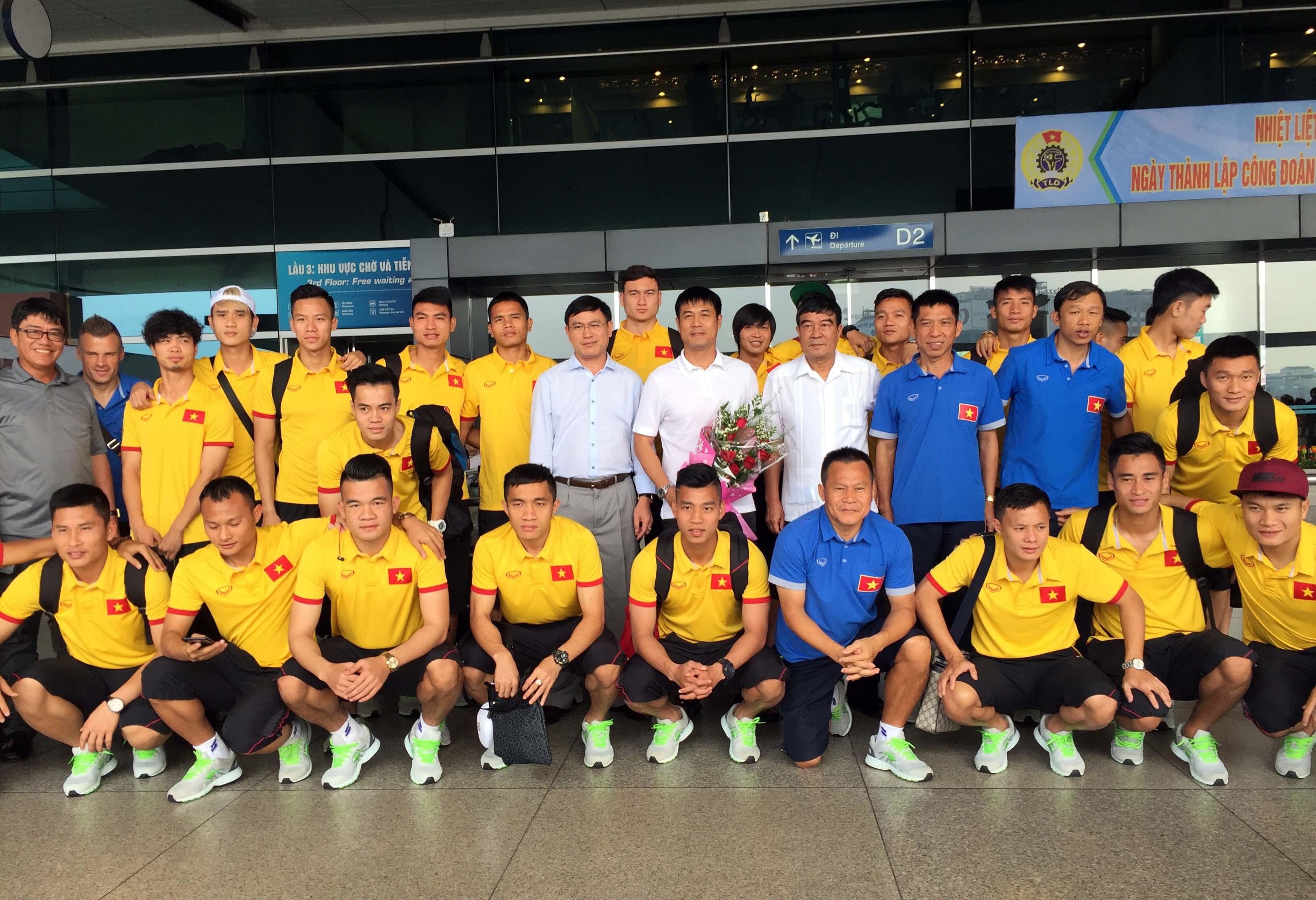 Album ảnh đội tuyển Việt Nam lên đường tham dự AFF Suzuki Cup 2016