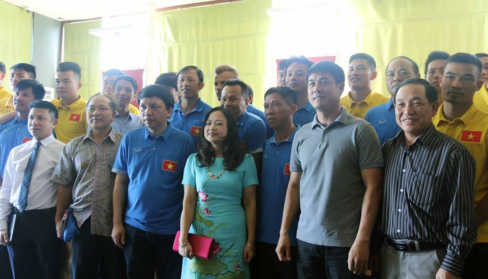 Đại sứ Việt Nam tại Myanmar thăm và khích lệ tinh thần ĐTQG trước trận ra quân