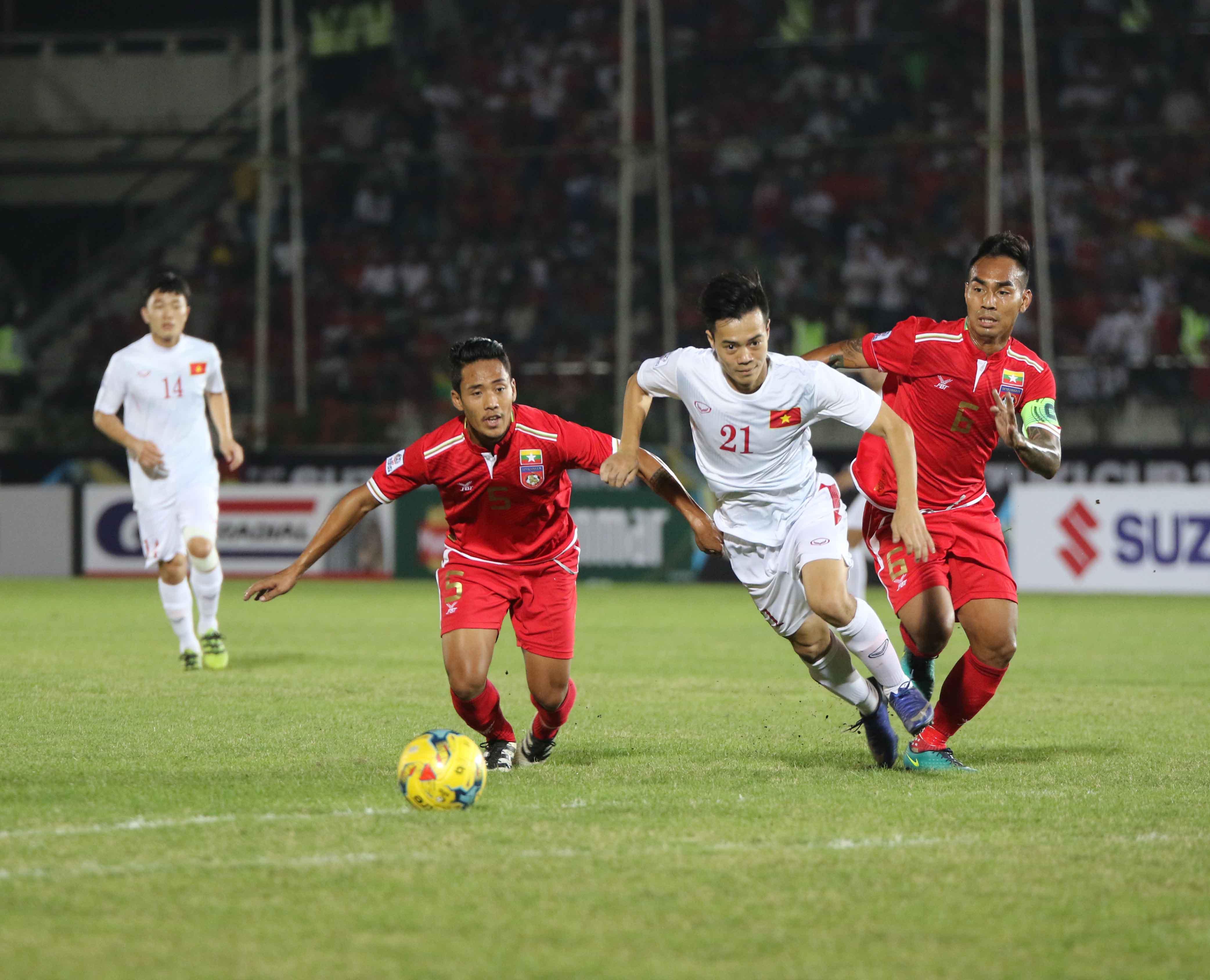 Album ảnh tuyển Việt Nam gặp tuyển Myanmar trong ngày ra quân đầu tiên tại giải AFF Suzuki Cup 2016