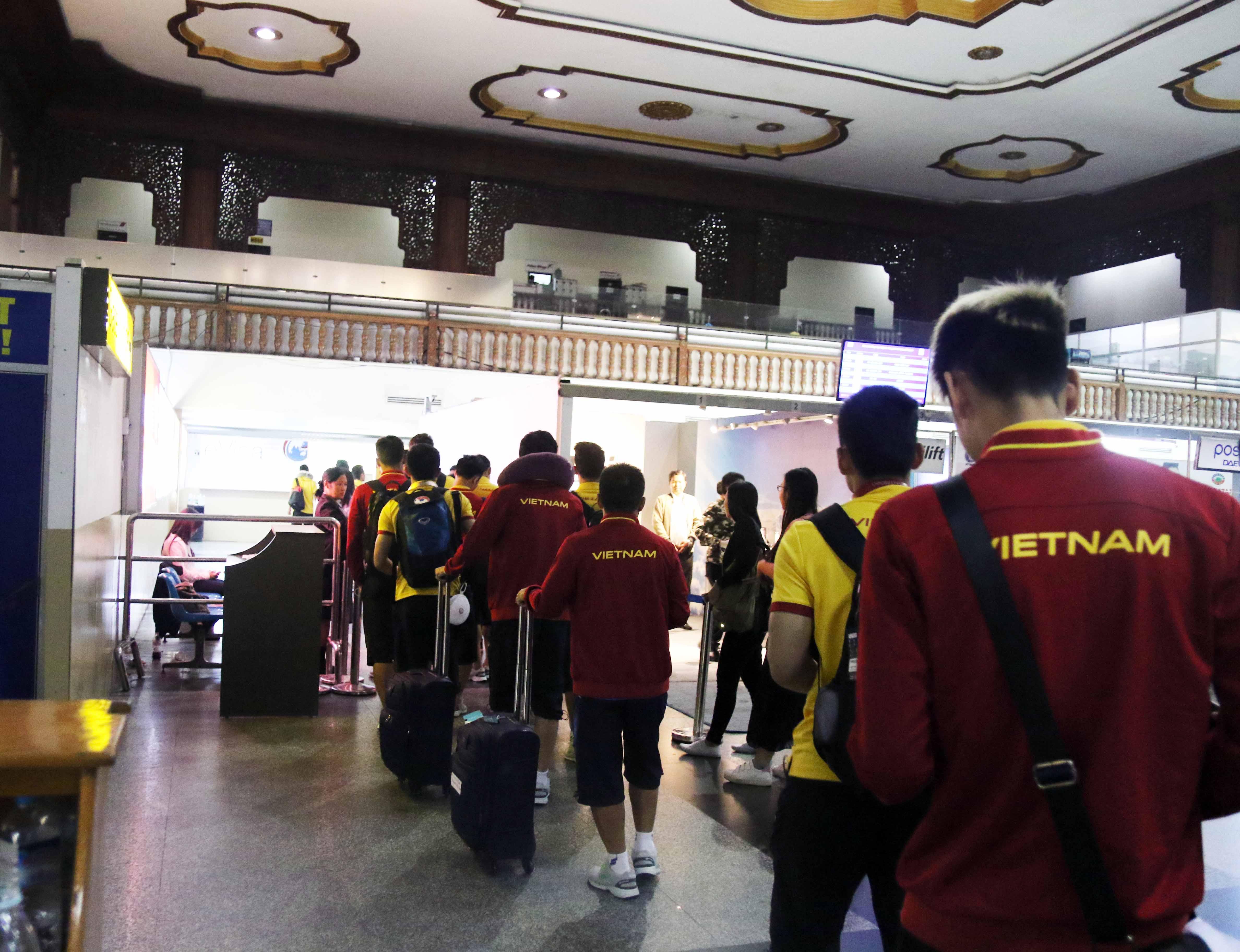 Album ảnh đội tuyển Việt Nam đến Nay Pyi Taw, chuẩn bị cho trận đấu cuối với Campuchia