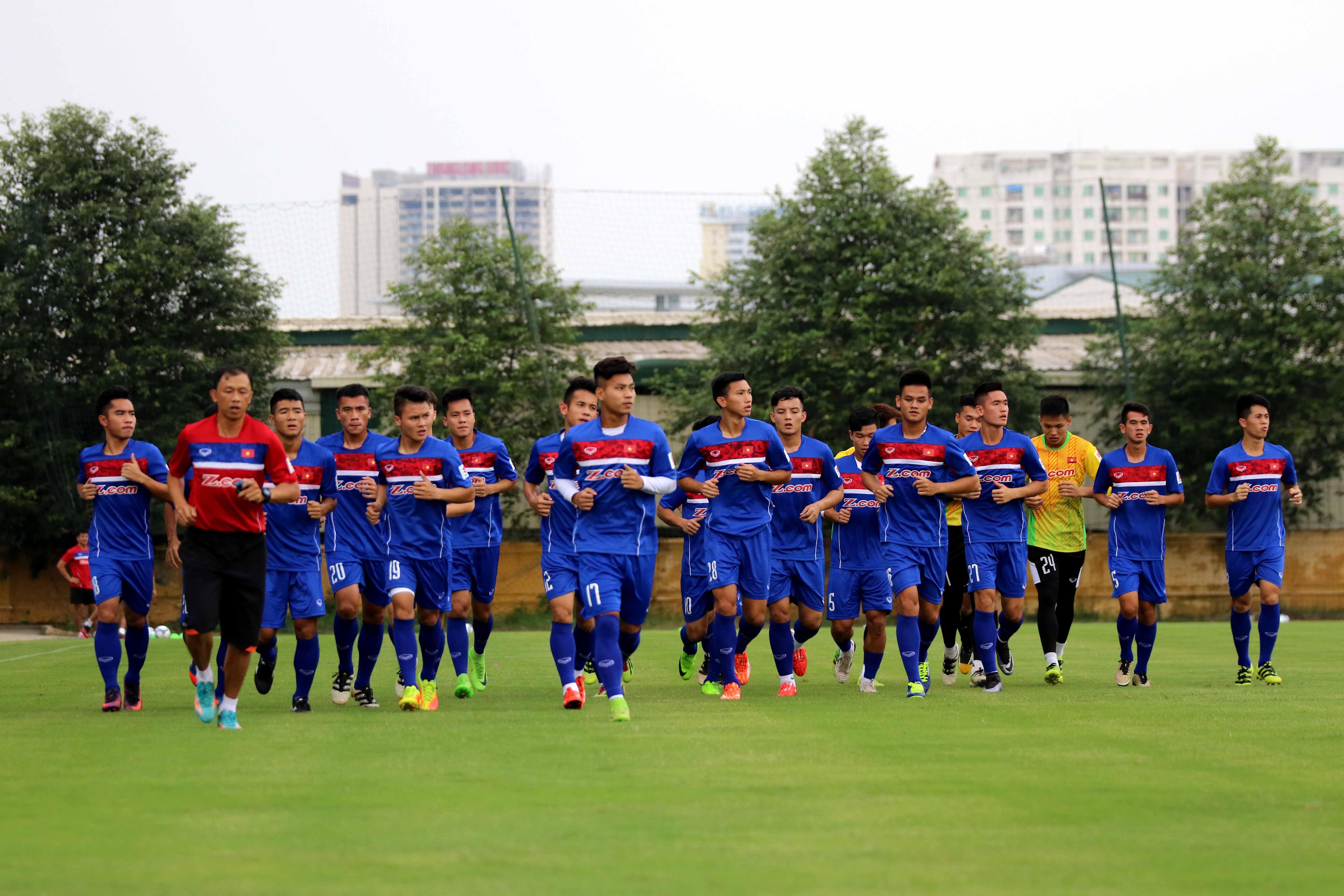 Chùm ảnh U22 Việt Nam đã có buổi tập chính thức đầu tiên trong đợt tập trung chuẩn bị cho vòng loại U23 châu Á và SEA Games 29