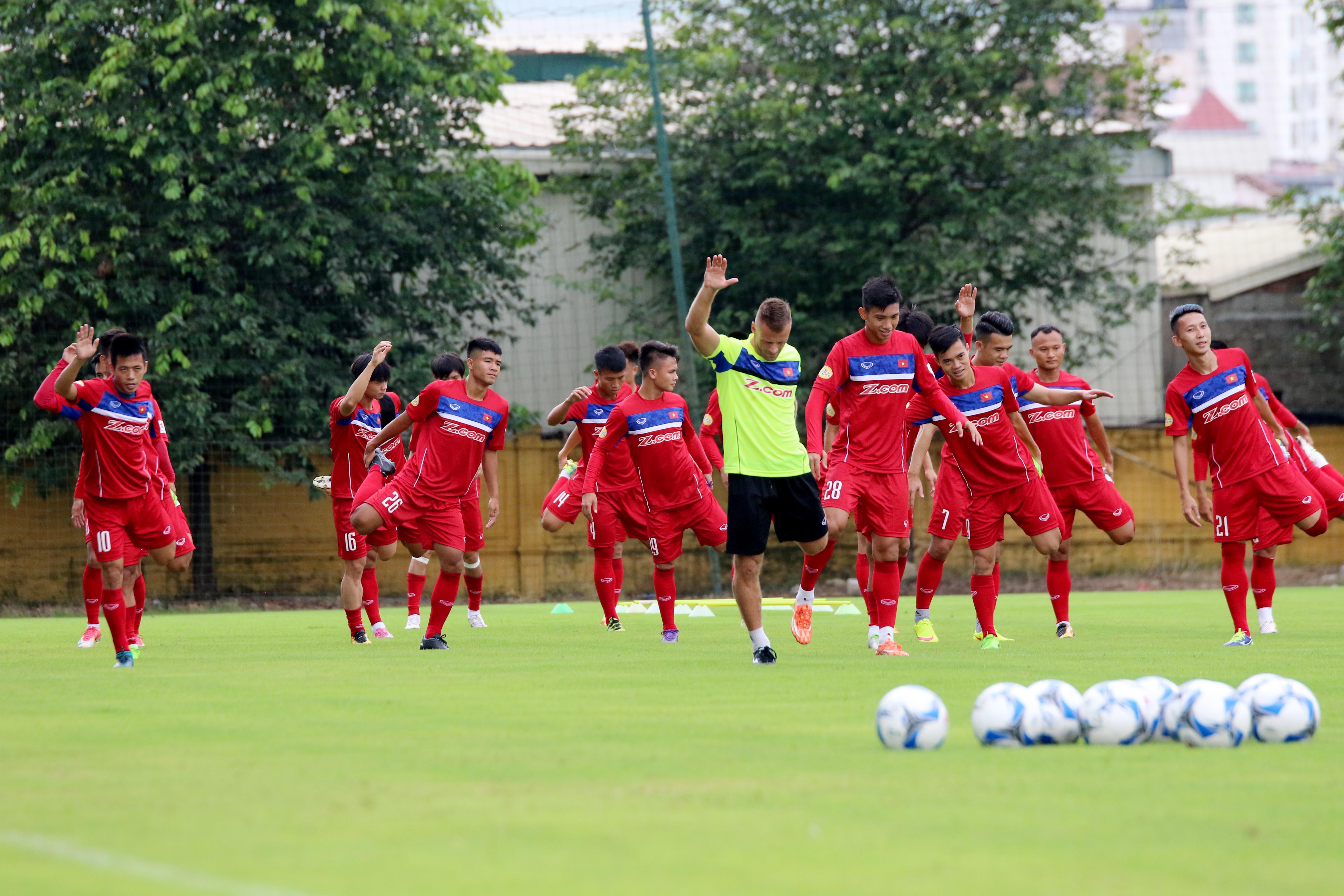Chùm ảnh đội tuyển Việt Nam hứng khởi trong ngày đầu tập luyện chuẩn bị cho trận đấu gặp đội tuyển Campuchia tại lượt trận thứ 3 vòng loại Asian Cup 2019