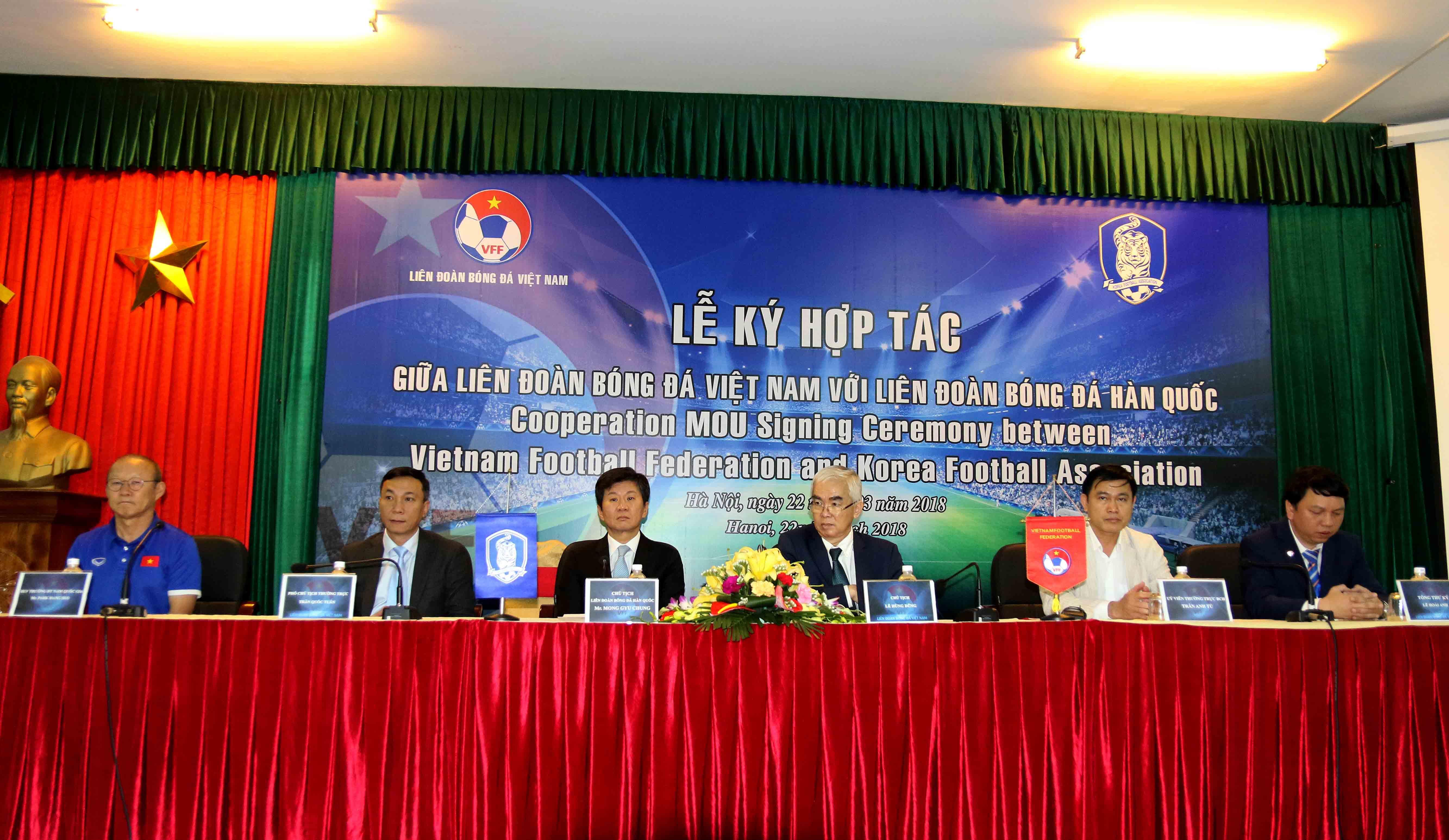 Chùm ảnh Lễ ký hợp tác giữa LĐBĐ Việt Nam và LĐBĐ Hàn Quốc
