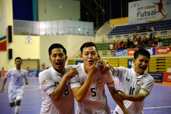 Niềm vui sau khi ghi được bàn thắng của các cầu thủ Thái Lan - Photo: Hà Khánh