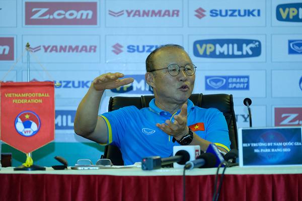 """HLV Park Hang Seo: """"Kỹ thuật của cầu thủ Việt Nam không thua kém cầu thủ Hàn Quốc"""""""