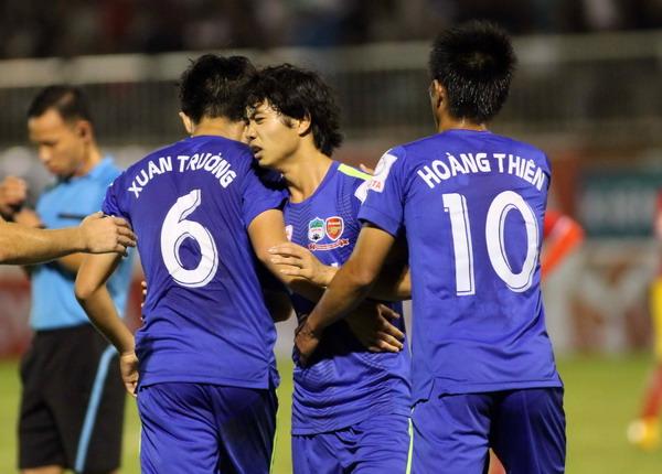 V-League 2015 sôi động từ vòng đầu tiên