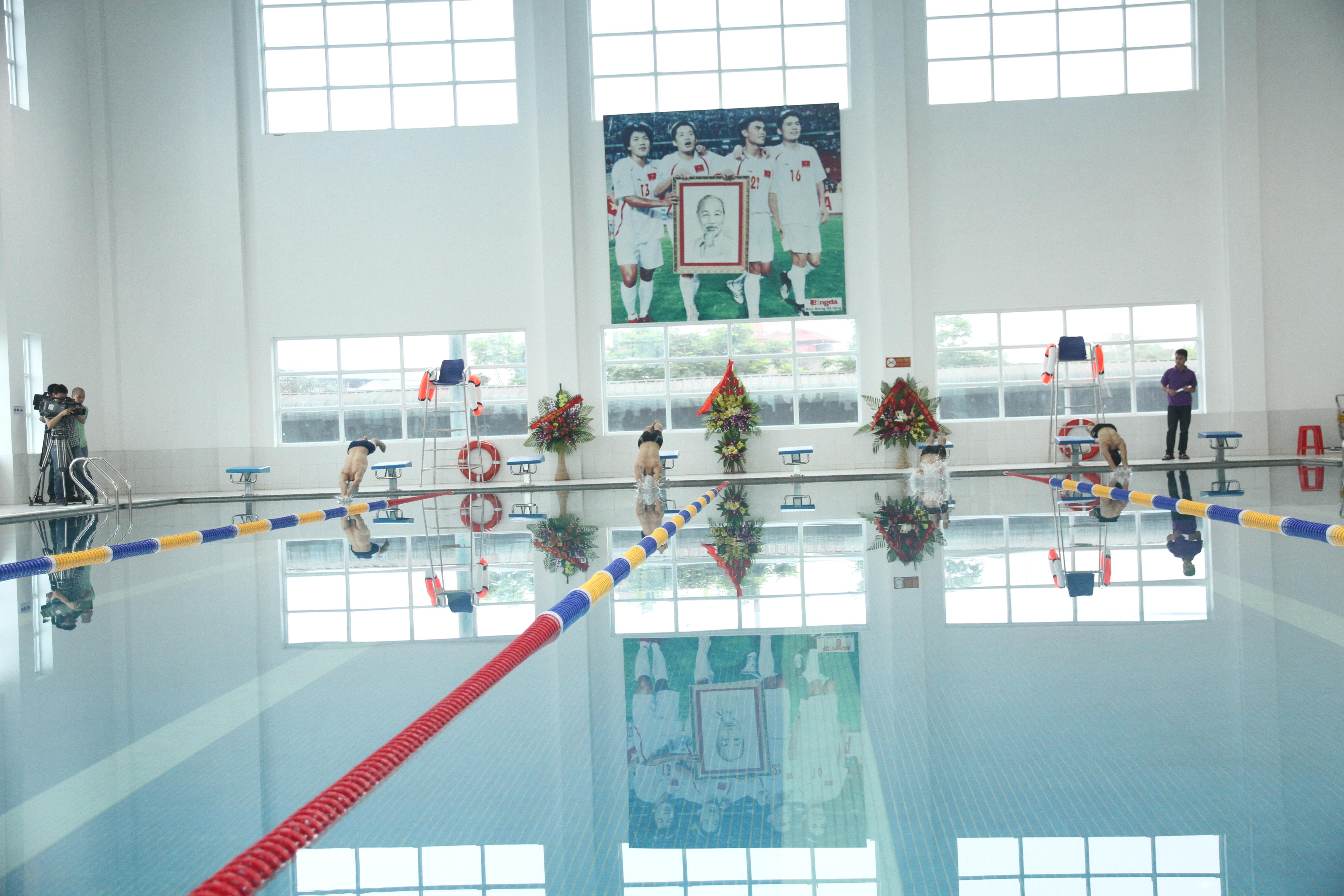 Trung tâm đào tạo bóng đá trẻ Việt Nam khai trương bể bơi bốn mùa