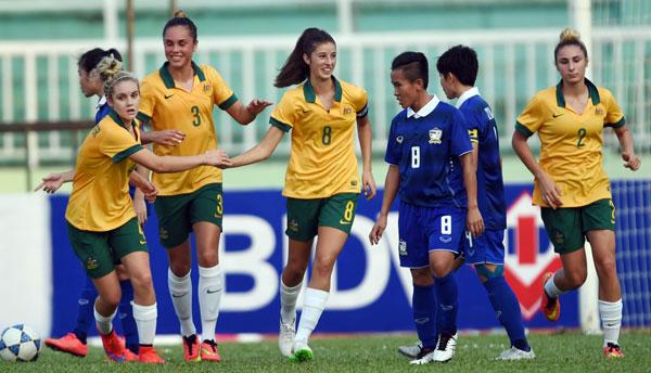 Khai mạc giải bóng đá nữ vô địch ĐNÁ 2015 (1/5): Khách mời U20 Australia gây bất ngờ trận mở màn