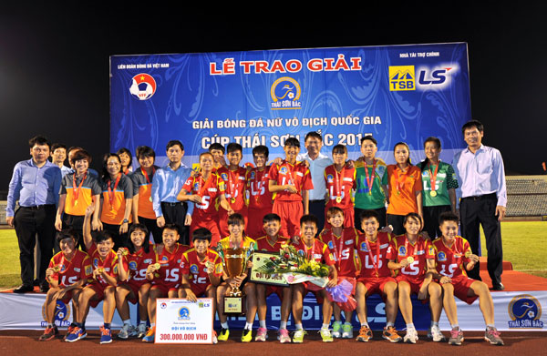 Chùm ảnh lễ bế mạc giải bóng đá nữ Vô địch Quốc gia - Cúp Thái Sơn Bắc 2015