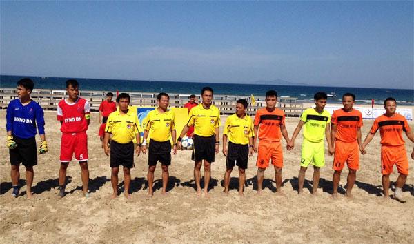 Kết thúc lượt đi giải bóng đá bãi biển Quốc gia 2015 (1/7): Khánh Hòa vững ngôi đầu