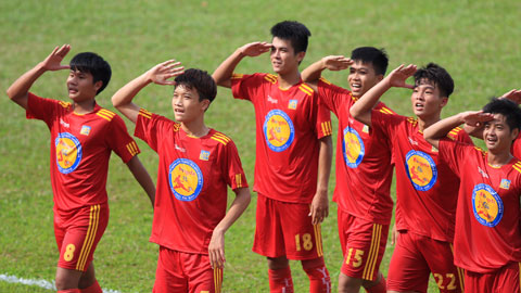 Bán kết giải Bóng đá U17 Quốc gia báo Bóng đá - Cúp Thái Sơn Nam 2015: Viettel và PVF gặp nhau tại trận chung kết.
