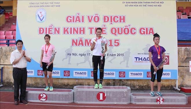 Nguyễn Thị Oanh phá kỷ lục quốc gia tại giải điền kinh trẻ 2015