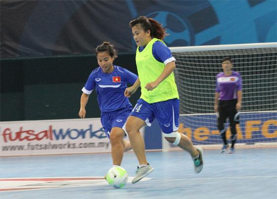 Đội tuyển Futsal nữ Việt Nam có buổi tập làm quen NTĐ Nilai