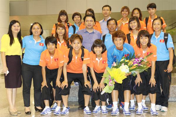 Người hâm mộ đón chào đội tuyển nữ Việt Nam