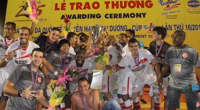 BTV Cup 2015: Bangu Atletio vô địch, B.Bình Dương giành giải Ba