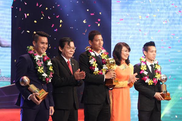 Anh Đức và Minh Nguyệt giành Quả bóng vàng Việt Nam 2015