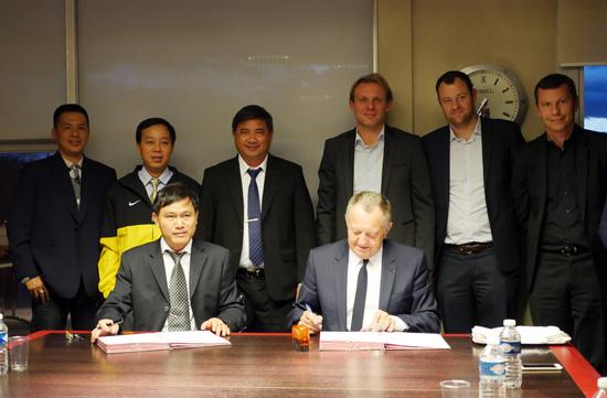 HFF chính thức ký thỏa thuận hợp tác với CLB Lyon đến năm 2020