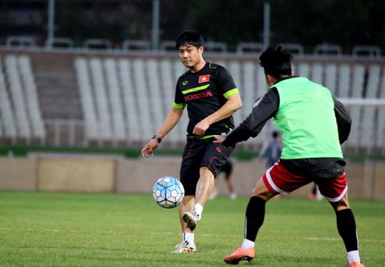 ĐT Việt Nam mài sắc lối chơi trong buổi luyện quân trên sân thi đấu Ghavamin