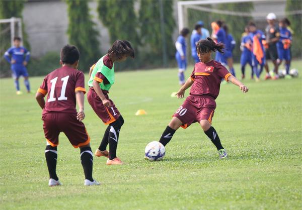 """Tiến tới giải bóng đá U14 nữ châu Á 2016 - khu vực ĐNA, HLV Đặng Quốc Tuấn: """"ĐT U14 nữ Việt Nam tiến bộ rất nhanh"""""""