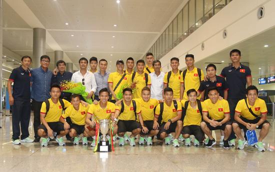 ĐT Việt Nam về nước, kết thúc thành công chuyến du đấu giao hữu tại Myanmar