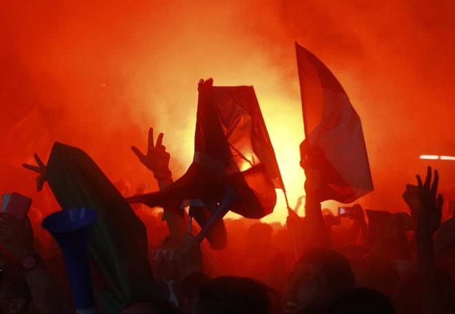 Paris đỏ lửa khi Pháp đánh bại Đức ở Euro 2016