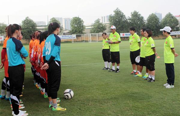"""HLV trưởng Mai Đức Chung: """"Đội tuyển nữ đã sẵn sàng tham dự giải bóng đá nữ Đông Nam Á 2016"""""""