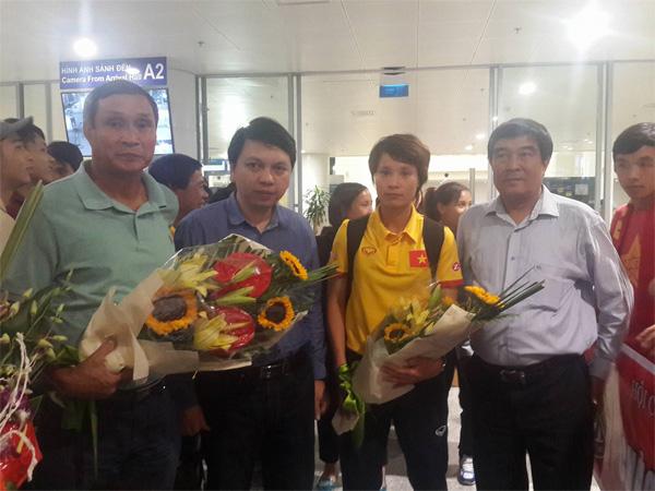 Đội tuyển nữ Việt Nam về nước với tấm Huy chương bạc giải Đông Nam Á 2016