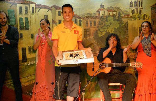 Thủ quân ĐT Futsal Việt Nam đón sinh nhật đặc biệt trên đất Tây Ban Nha