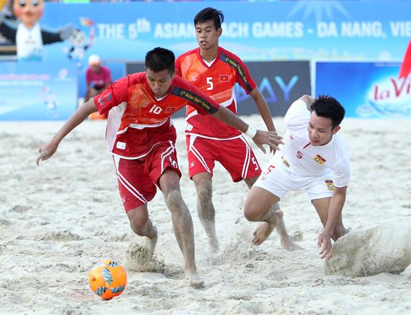 Bóng đá bãi biển ABG 5: Thắng ĐT Lào 12-3, ĐT Việt Nam rộng đường vào tứ kết