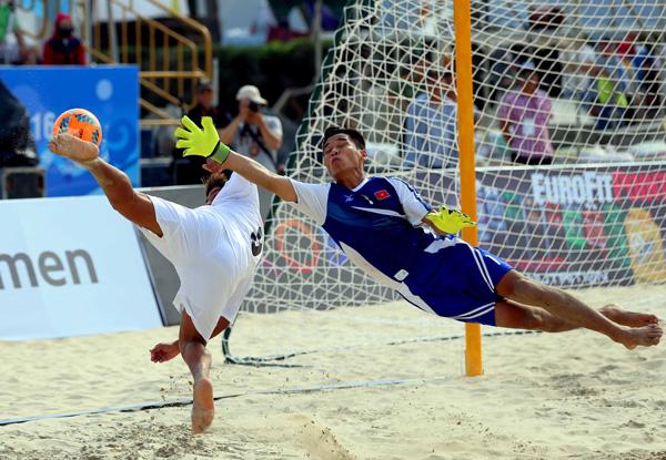 ĐT Việt Nam dừng chân tại Tứ kết môn bóng đá bãi biển ABG 5