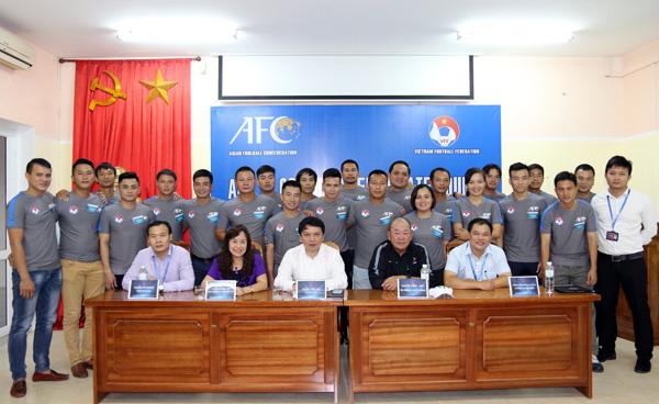 Khai giảng khóa đào tạo huấn luyện viên bóng đá bằng B-AFC năm 2016