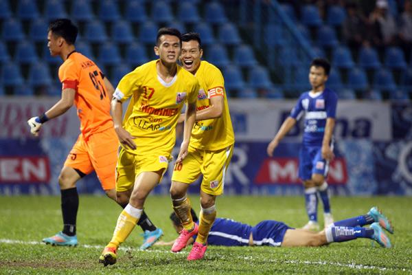 Thắng U21 Than QN 2-0, U21 Hà Nội T&T tái ngộ U21 Sanna Khánh Hòa tại chung kết