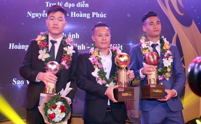 Thành Lương và Huỳnh Như giành Quả bóng vàng Việt Nam 2016