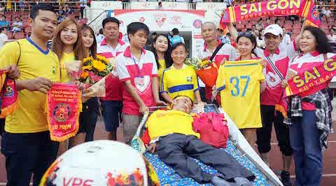 Câu chuyện bóng đá: Muôn dặm vì yêu