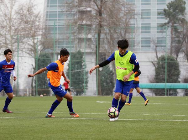 HLV Nguyễn Hữu Thắng hài lòng vì đội tuyển thích nghi nhanh với mặt sân nhân tạo