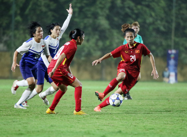 Thắng Singapore 8-0, ĐT nữ Việt Nam vươn lên đầu bảng
