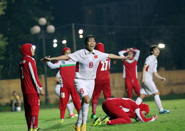 Đánh bại Iran, Việt Nam cạnh tranh vé vào VCK Asian Cup nữ 2018 với Myanmar