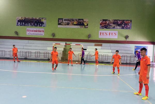 ĐT U20 futsal Việt Nam có buổi tập đầu tiên tại NTĐ Royal Thai Navy