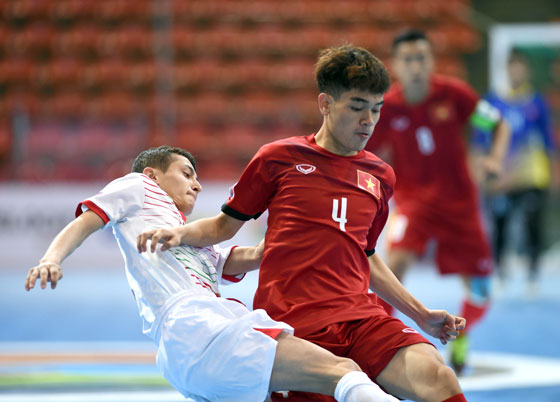 Futsal U20 châu Á: U20 Việt Nam - U20 Tajikistan: 4-2