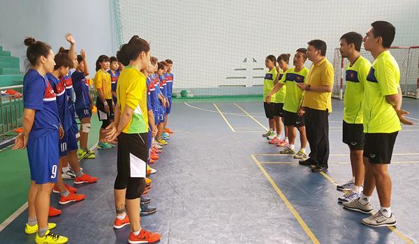 Lãnh đạo VFF thăm và động viên ĐT futsal nữ Việt Nam