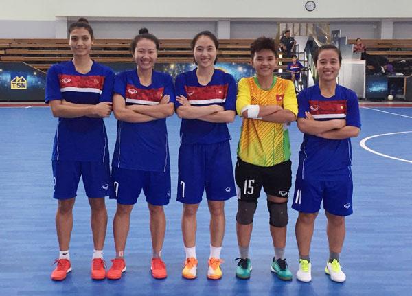 Đội tuyển Futsal nữ Quốc gia đấu tập với đội phong trào Trung tâm TDTT quận 8 (TPHCM)