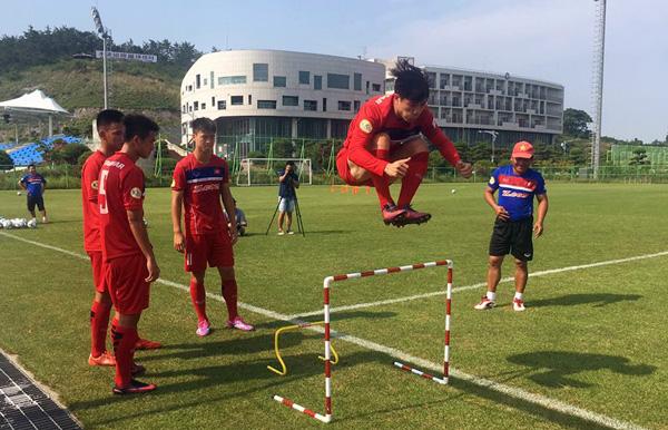 Tuyển thủ U22 Việt Nam miệt mài tập luyện, cạnh tranh suất tham dự SEA Games 29