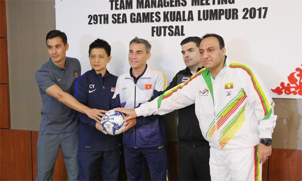 HLV trưởng ĐT Futsal Thái Lan Jose Mendez: